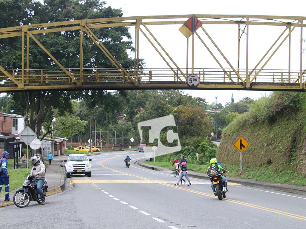 Los puentes de Calarcá, copados por el abandono