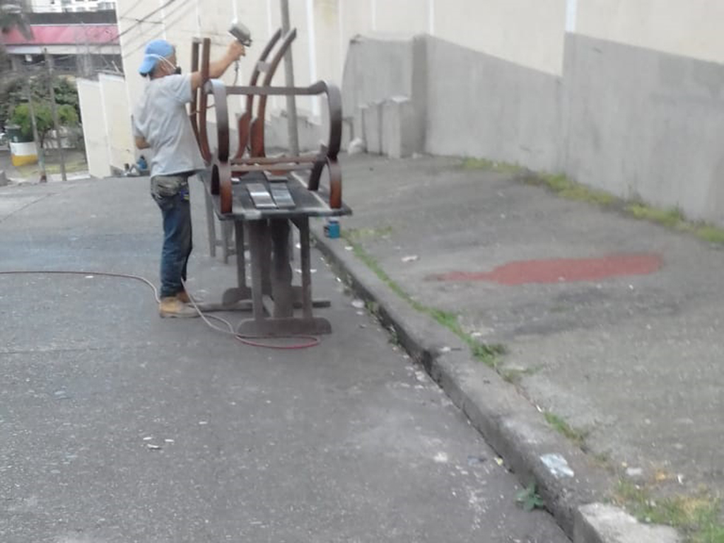 Invasión de espacio público en Armenia no es solo un problema de vendedores