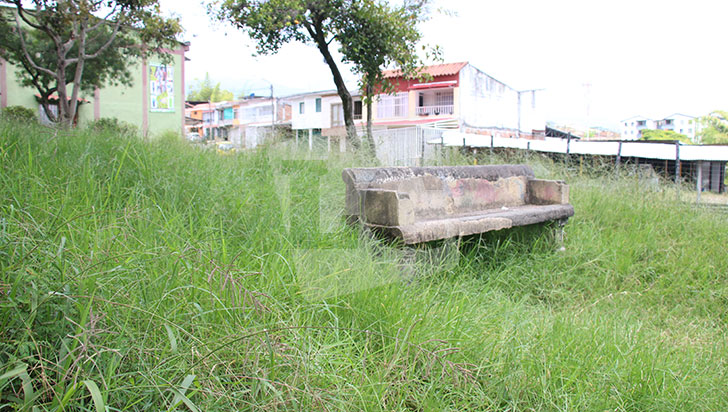 Parques sin dolientes en los barrios de Armenia