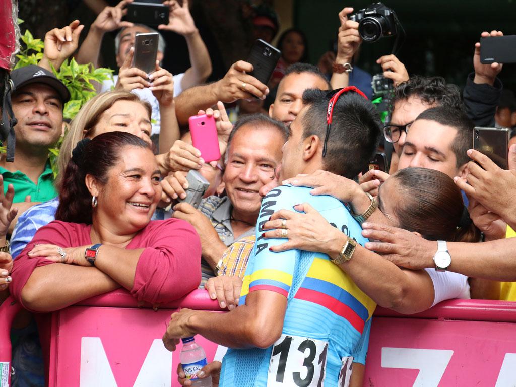 Así vivieron los armenios la salida de la última etapa de la Colombia Oro y Paz