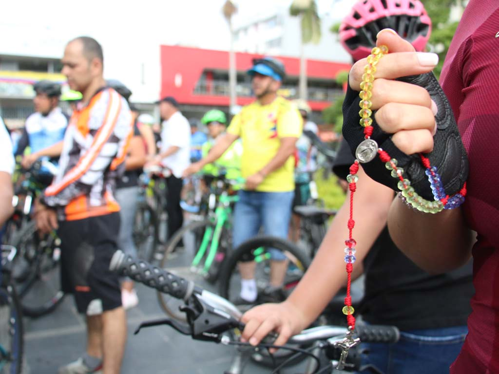 ¡Pedaleando con fe! Vea cómo se vivió el primer Bici-rosario en Armenia