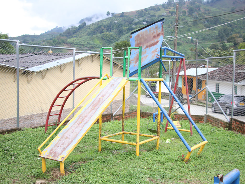 Caseta comunal y parque infantil del barrio  El Paraíso de Pijao son monumentos al abandono