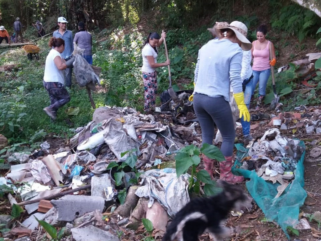 La mala disposición de escombros se volvió parte del paisaje