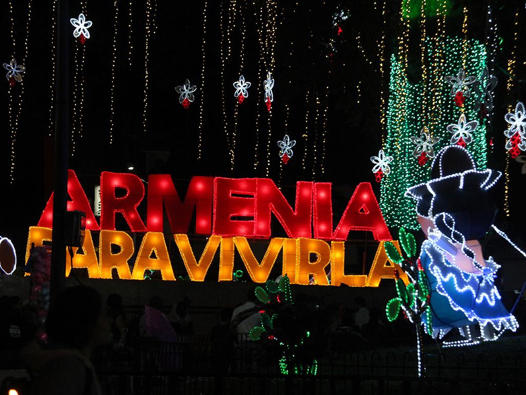 Así se vivió la noche de estrellas y faroles en Armenia