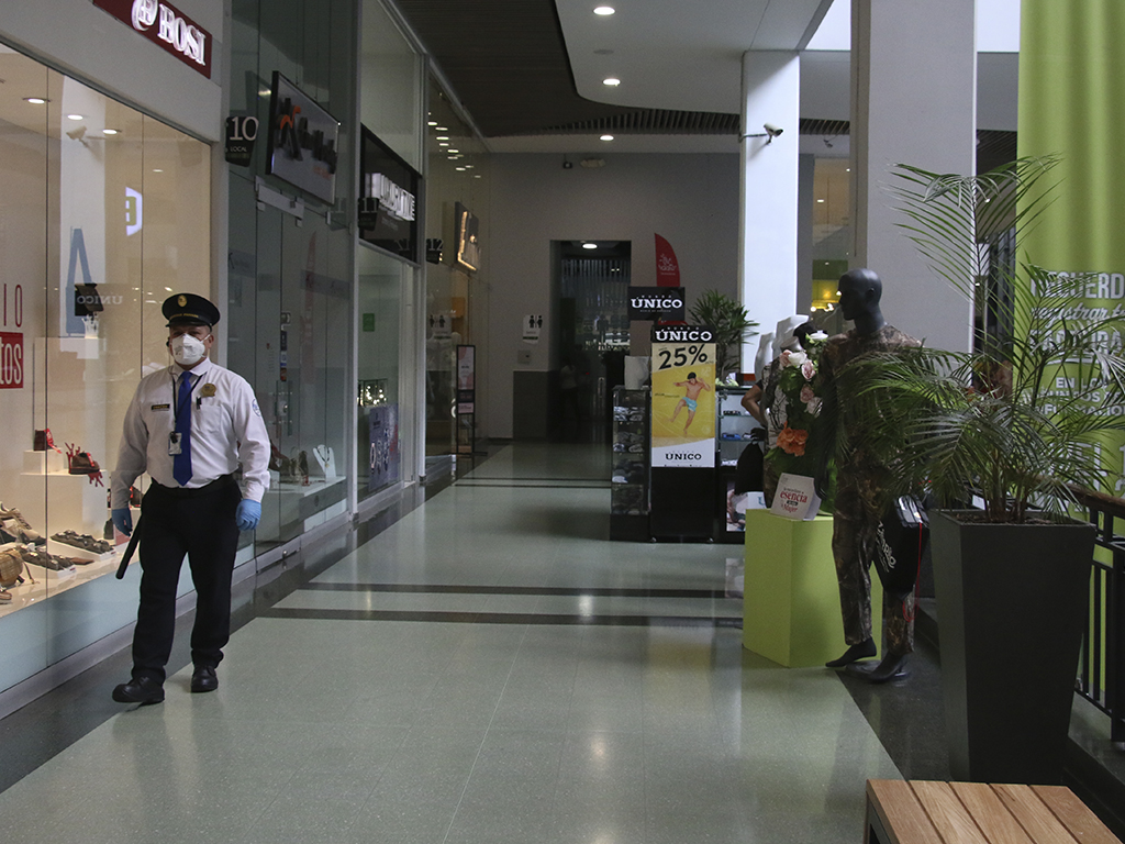 Centros comerciales se unen a medidas para contener coronavirus
