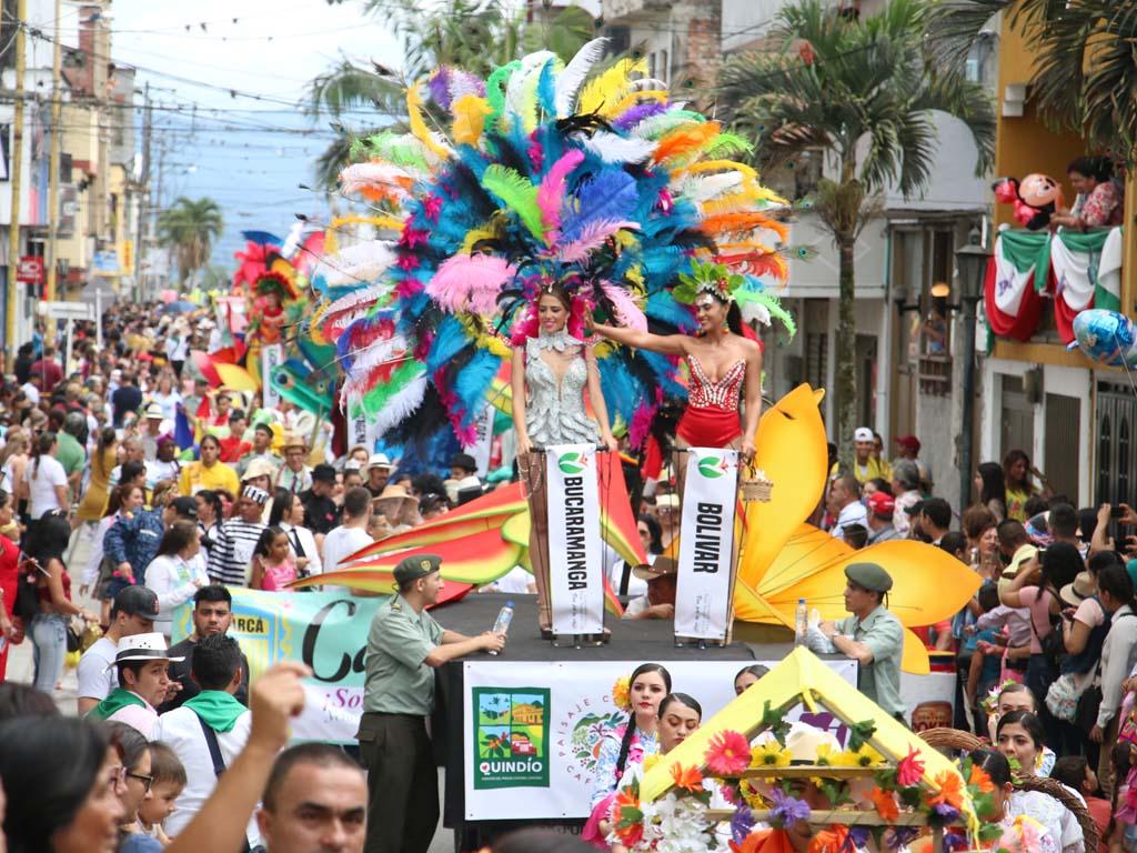 ¡Así se vivió el desfile de carrozas este sábado en Calarcá!