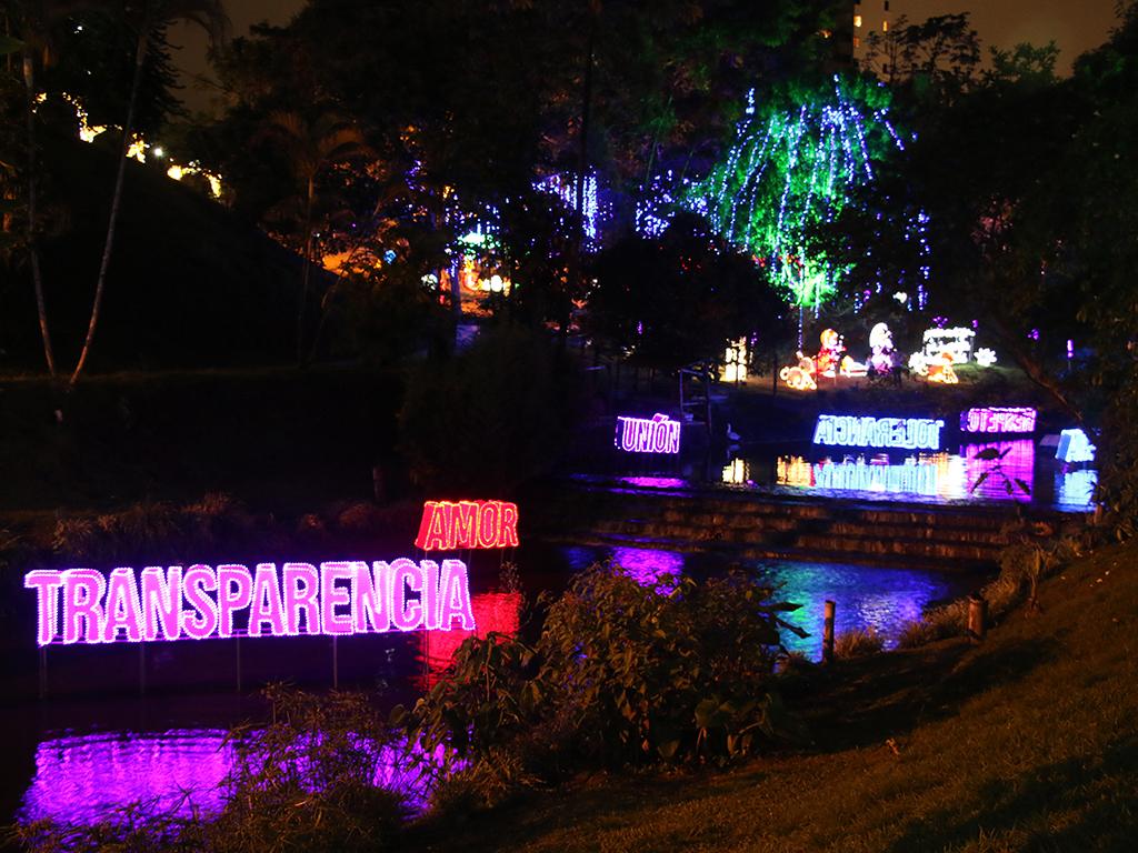 El parque De La Vida encendió sus luces este jueves