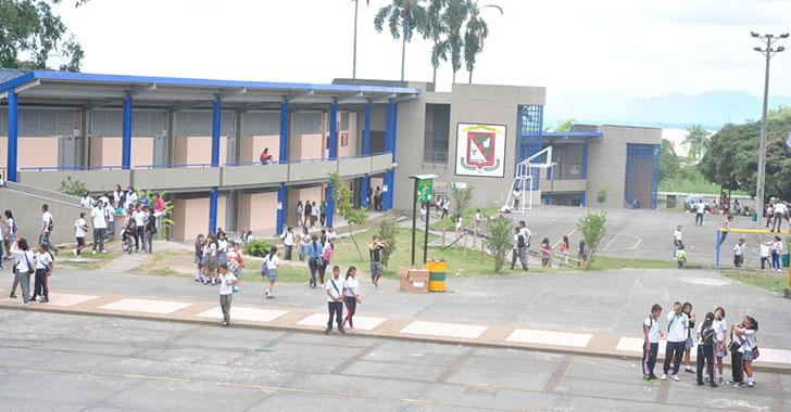 Convocan egresados a celebrar los 50 años del colegio Nacional