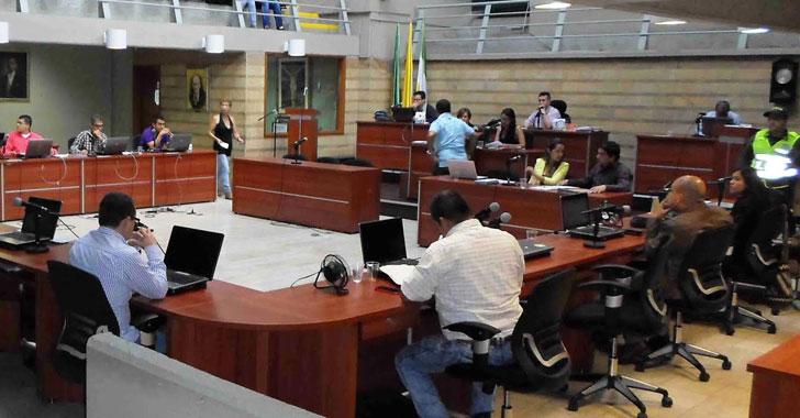 Plan de desarrollo, primer debate en extras del concejo