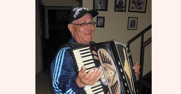 Los amplificadores de sonido alquilados de don Querubín