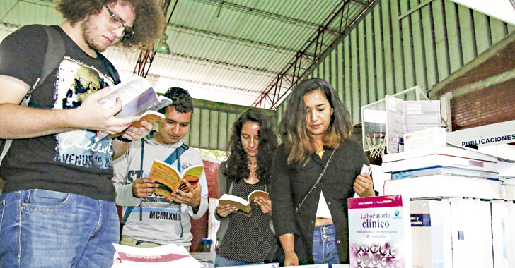 Feria del Libro continúa con 'lluvia' de letras en la Uniquindío