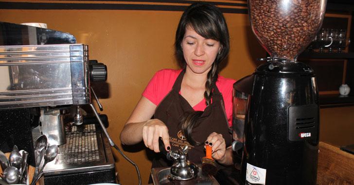 La borra de café es utilizada como materia prima