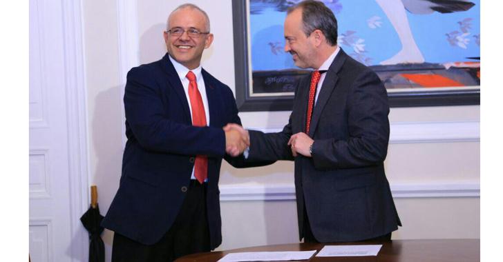 El quindiano César Ocampo se posesionó como nuevo Director de Colciencias.