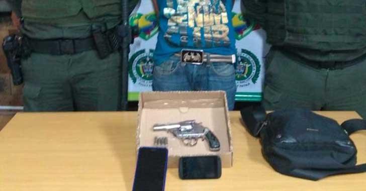 En Armenia fue capturado ladrón que atracaba con un arma de fuego