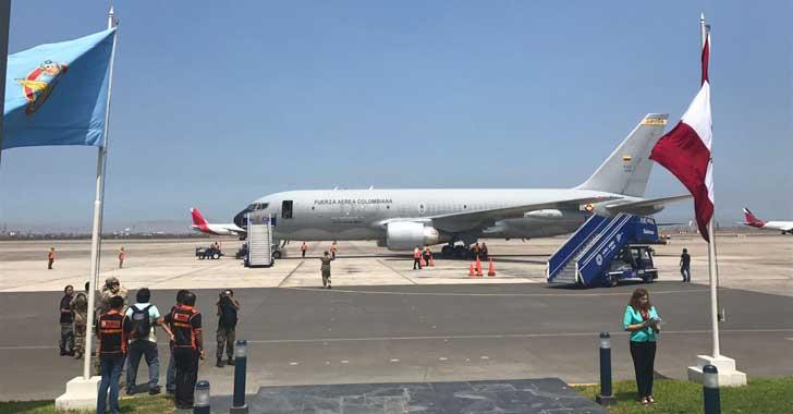Llegan a Perú un avión y dos helicópteros colombianos con ayuda humanitaria