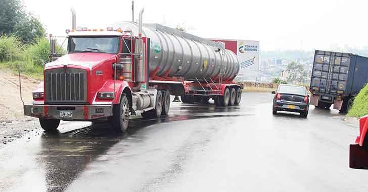 Invías adjudicó contrato para mejoramiento de la vía Armenia - La Línea - Cajamarca