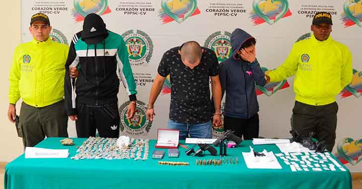 Tres capturas y la incautación de drogas, armas y municiones en Bosques de Pinares