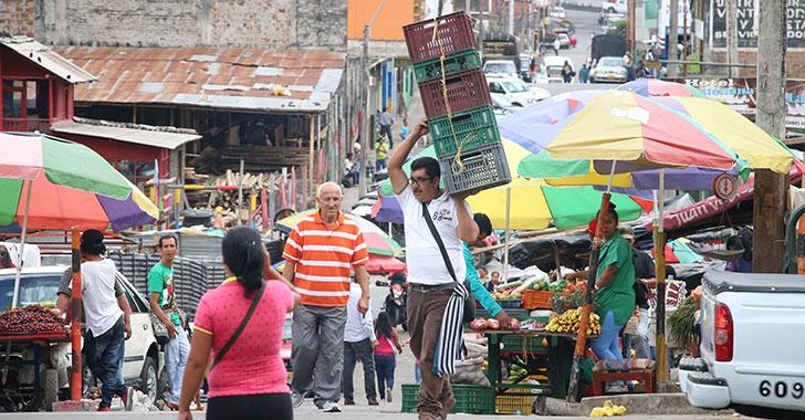 Inició traslado de vendedores a la plaza de la Quindianidad