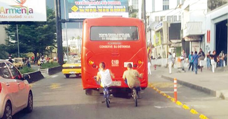 ¿Para qué el bicicarril? Reina la falta de cultura y la imprudencia