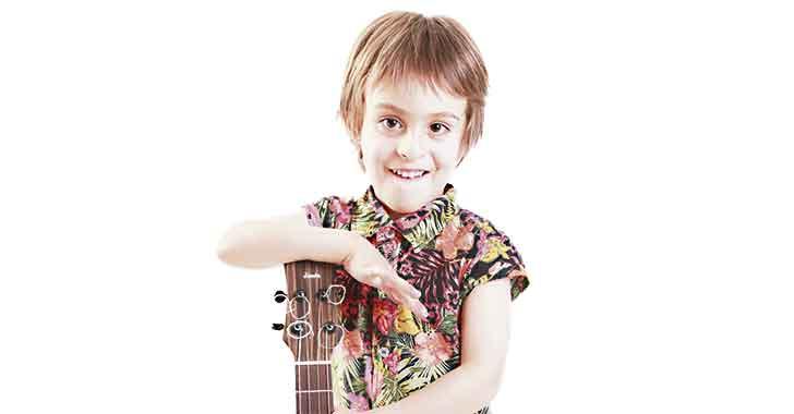 Simón Cifuentes Hoyos, a sus 4 años 'colorea canciones'