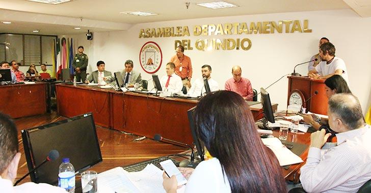En cabildo abierto, gobernador dijo que nombrará junta de EPQ por decreto