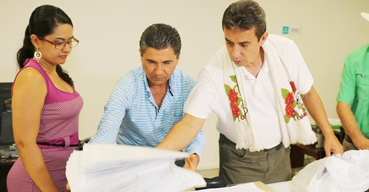 Recolección de firmas para revocatoria del gobernador, a la espera de prórroga