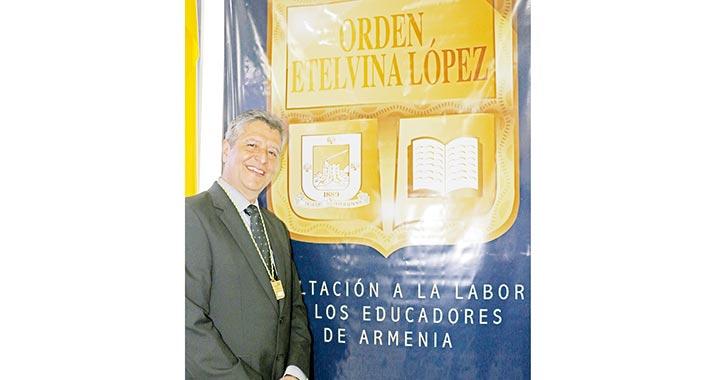 """Luis Fernando Londoño Cuervo,  """"hace que sus alumnos sean felices"""""""
