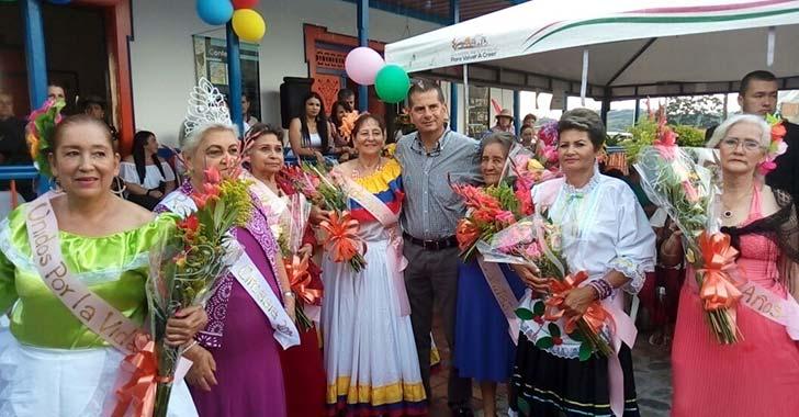 Amparo Moreno ganó el reinado del Adulto Mayor en Circasia