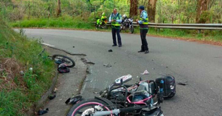 Hombre huía con una bicicleta robada y se estrelló contra una moto