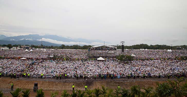 """""""Francisco, amigo, el Llano está contigo""""; 600 mil personas en misa campal de Villavicencio"""