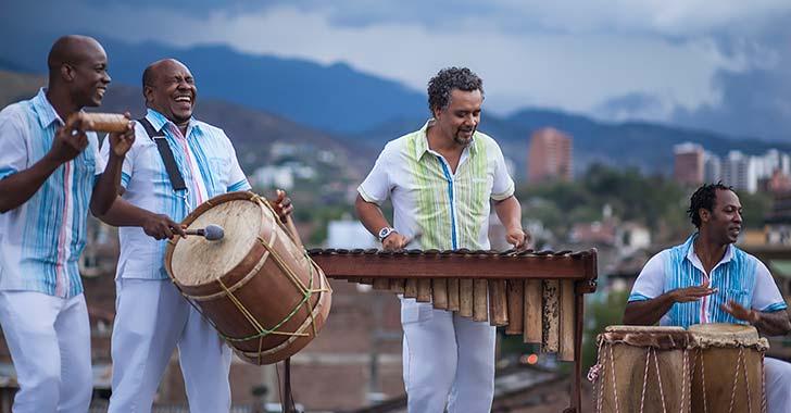 'Siempre', un ritmo del Pacífico  interpretado por Bahía