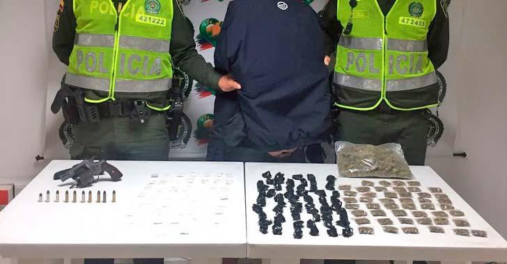 Acciones policiales contra la delincuencia dejan cuatro capturas por armas y droga