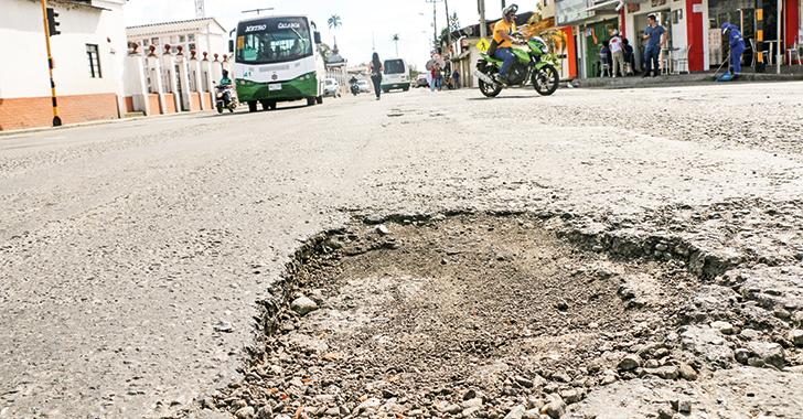 Grave estado del asfalto en las vías de Calarcá