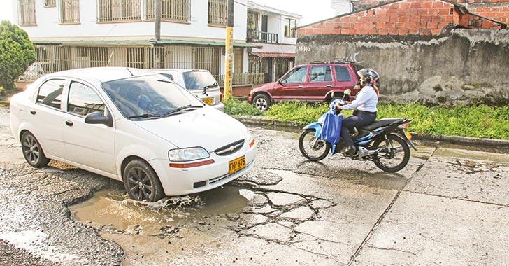 Malla vial del barrio La Pavona, cada día más deteriorada