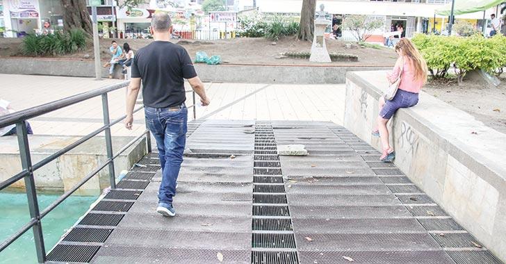 Mal estado del puente del parque Sucre inquieta a la comunidad