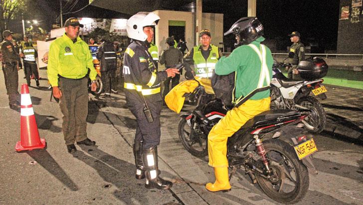Setta impuso 35 comparendos a infractores del decreto de restricción de motos