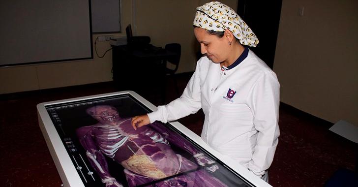 Von Humboldt, con mesa anatómica táctil en 3D