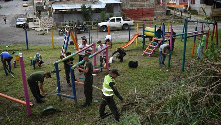 Policía le da una nueva cara al parque infantil de La Pavona