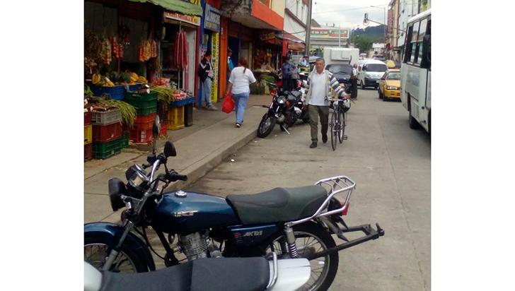 Prohibirán el parrillero en moto en zona de la galería de Calarcá