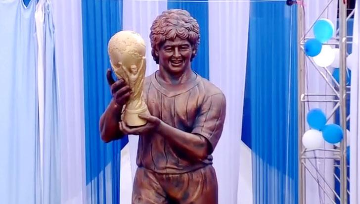 La 'particular' estatua de Maradona en la India que causa burlas en redes