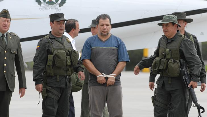 Santos firma la extradición de exjefe paramilitar 'Don Mario'