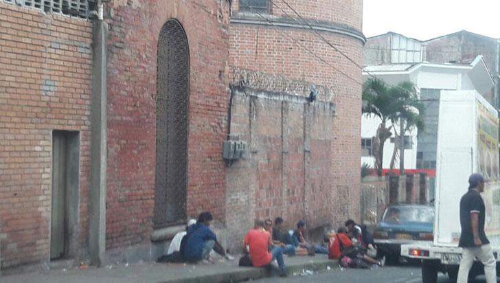 La iglesia San Francisco es asediada por los habitantes de calle