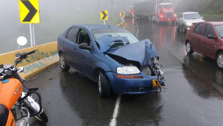 Aparatoso accidente en La Línea dejó una mujer lesionada