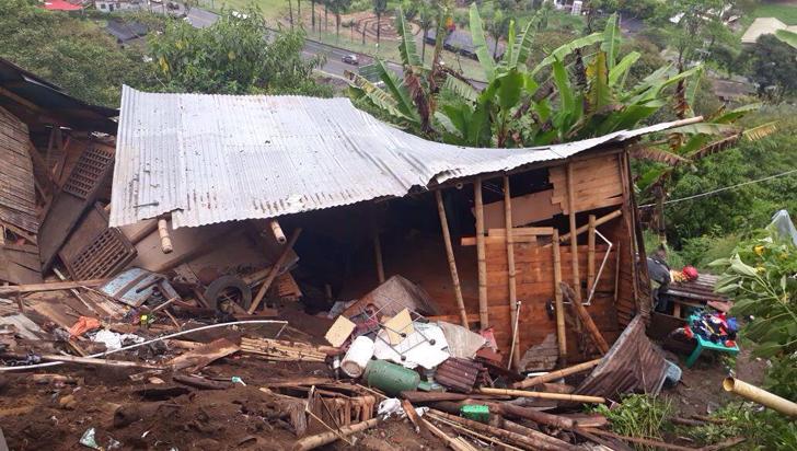 Dos viviendas colapsaron por las lluvias en Buenos Aires Bajo