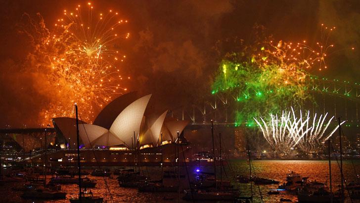 Con luces, color y alegría, el mundo recibió al 2018