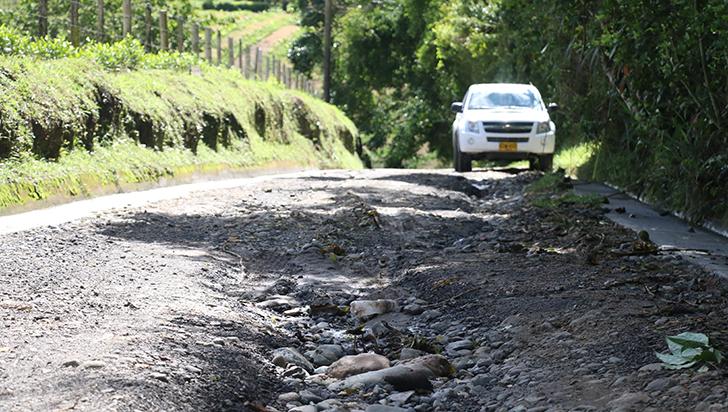 Habitantes de Pisamal hacen llamado para que se arreglen cunetas en la vía