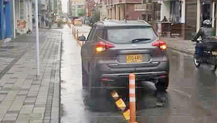 Siguen los mal parqueados