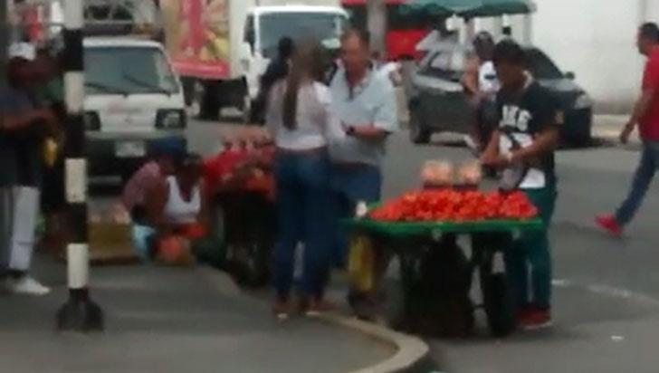Primer comparendo a comprador de vendedores ambulantes en Armenia