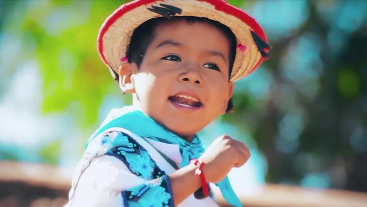 """El niño del """"Movimiento Naranja"""" quiere ser cantante como Vicente Fernández"""