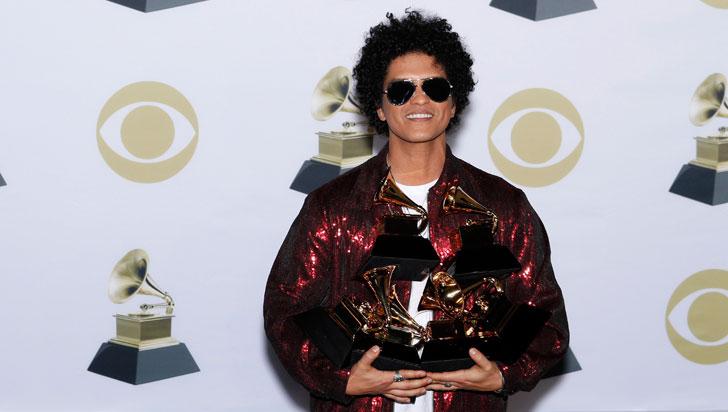 Bruno Mars hizo 'magia' y arrasó con los seis Grammy a los que optaba